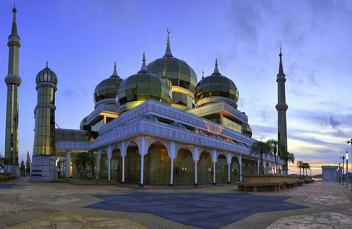 shalat berjamaah pada masjid bertingkat